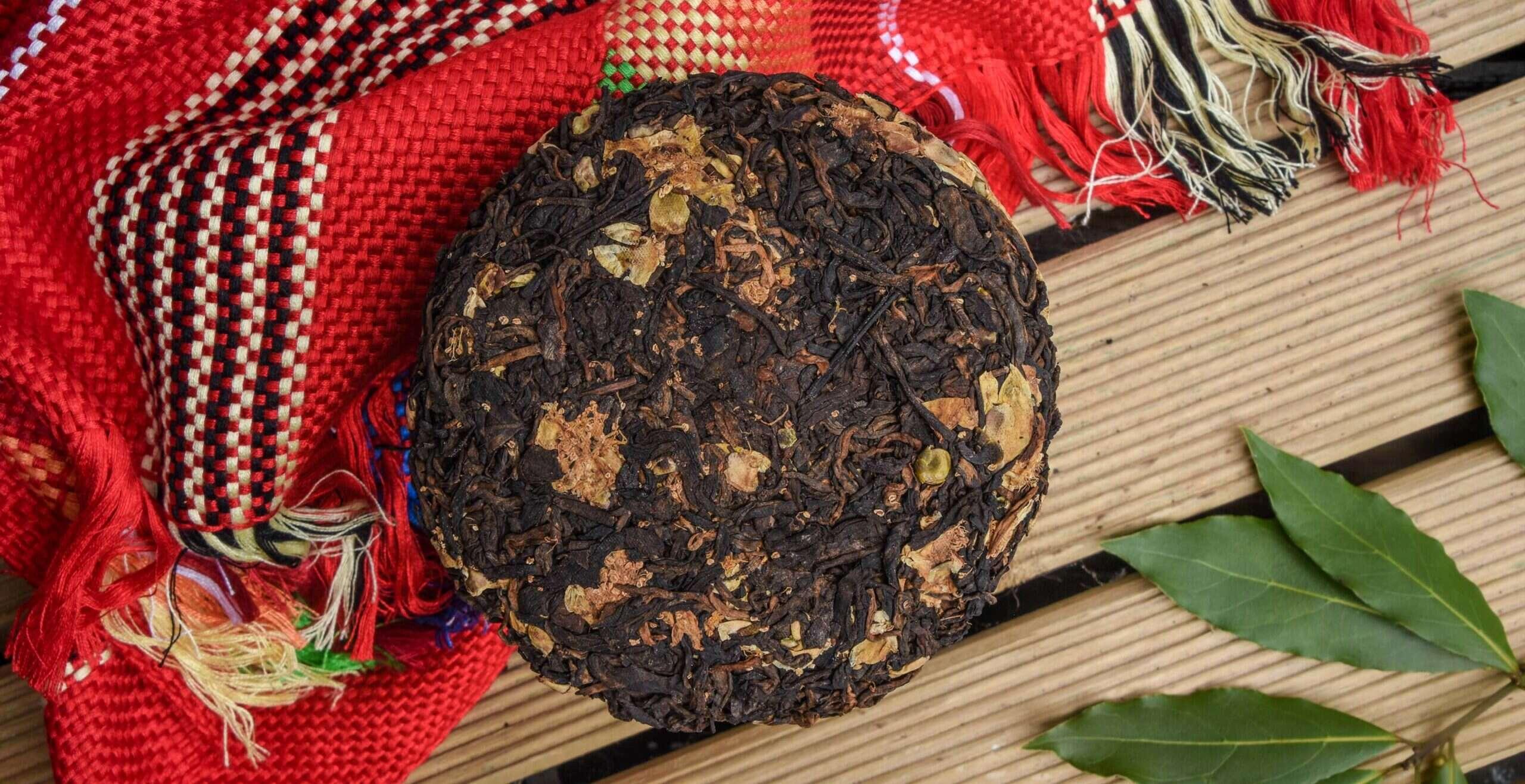 Qianjiazhai Gong Ting Shu + Tea Flower Cake