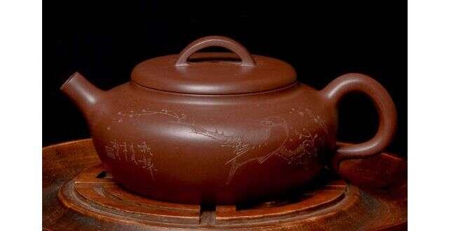 """Carved Di Cao Qing Ni """"Qiao Gu"""" Yixing"""