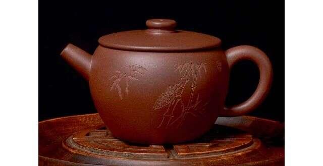 """Carved Di Cao Qing """"Han Pou"""" Yixing"""