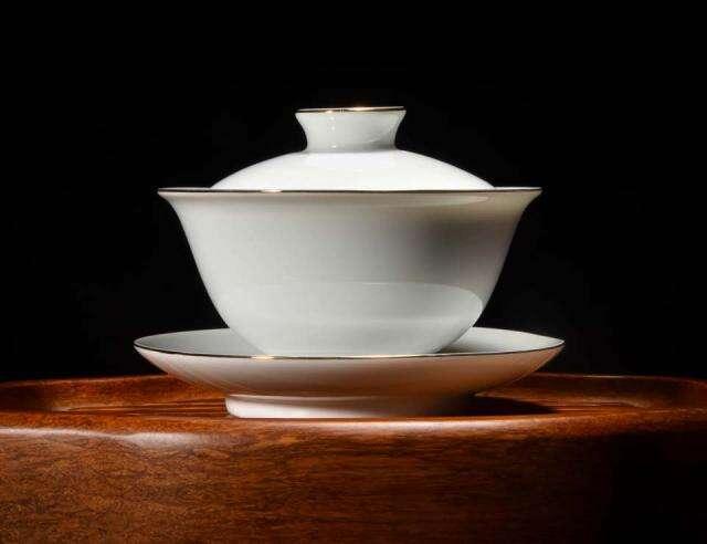 White Gilded Longquan Porcelain Gaiwan
