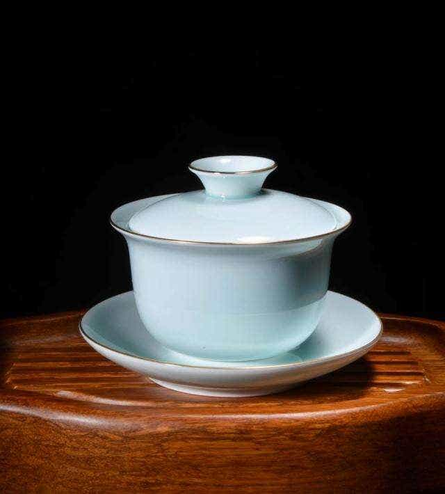 Gilded White Porcelain Keyhole Gaiwan