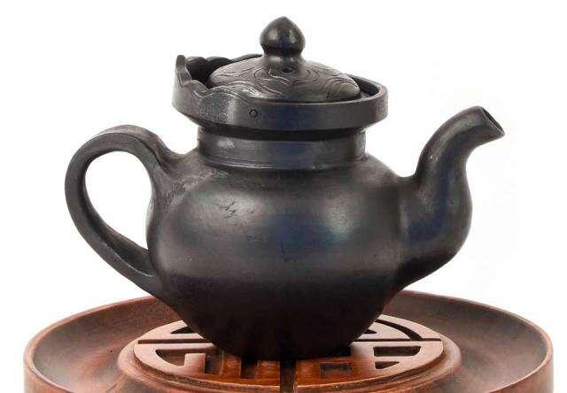 Masterwork Nixi Pottery Crowned Tea Pot
