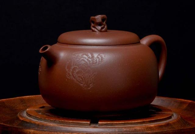 """Carved Di Cao Qing """"Jiu Shi"""" Yixing"""