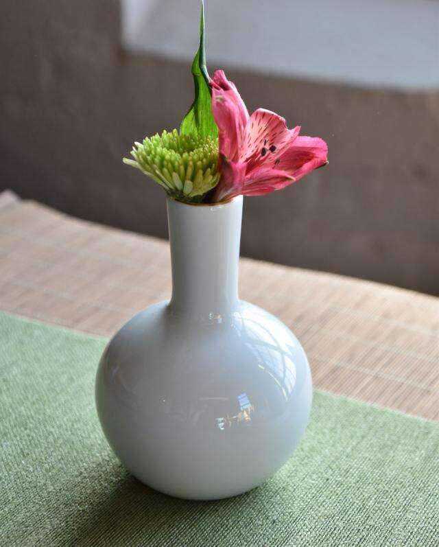 Xiangfu White Gilded Vase