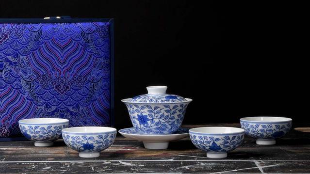 Jingdezhen Flowering Vine Tea Set