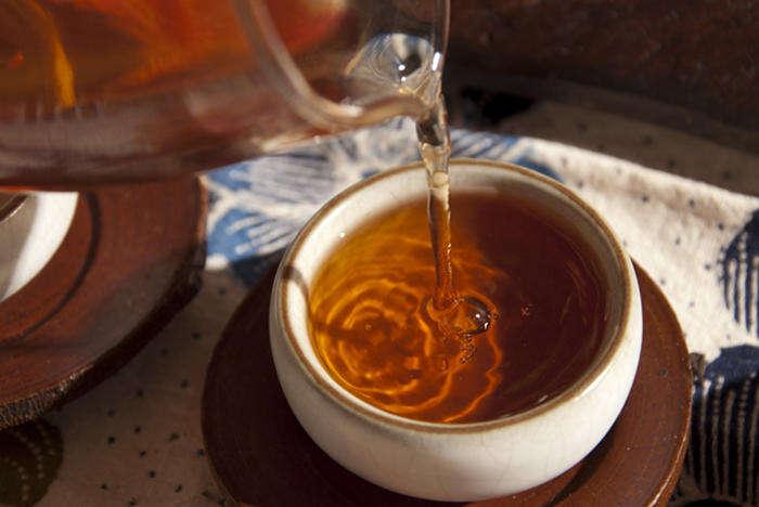 Pouring Tea Trail 2004 Shu Pu'er Tea