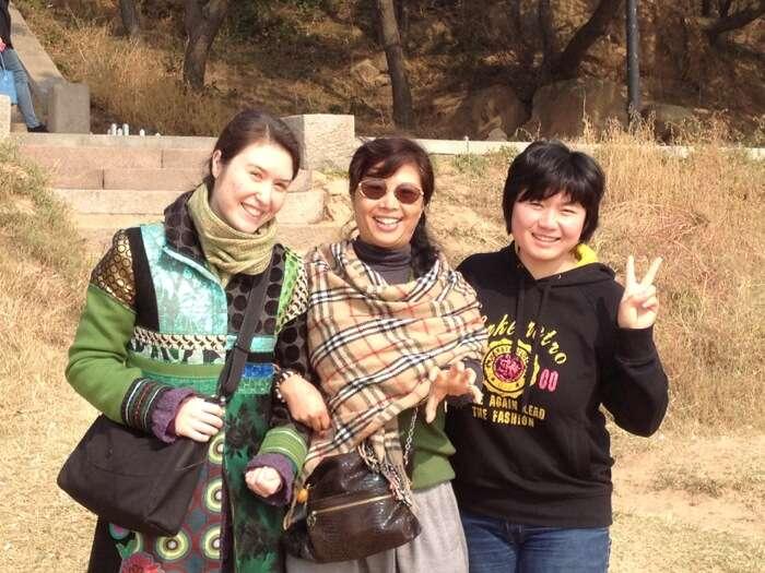Wang Huimin, Weiwei and Lily on the Qingdao Beach