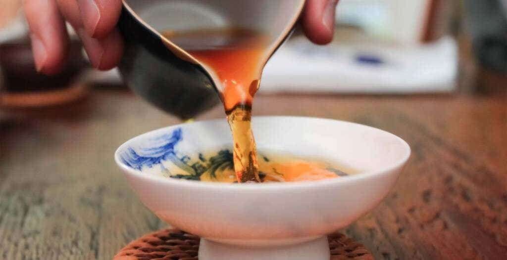 a cup of golden Tongmu Reserve Jin Jun Mei
