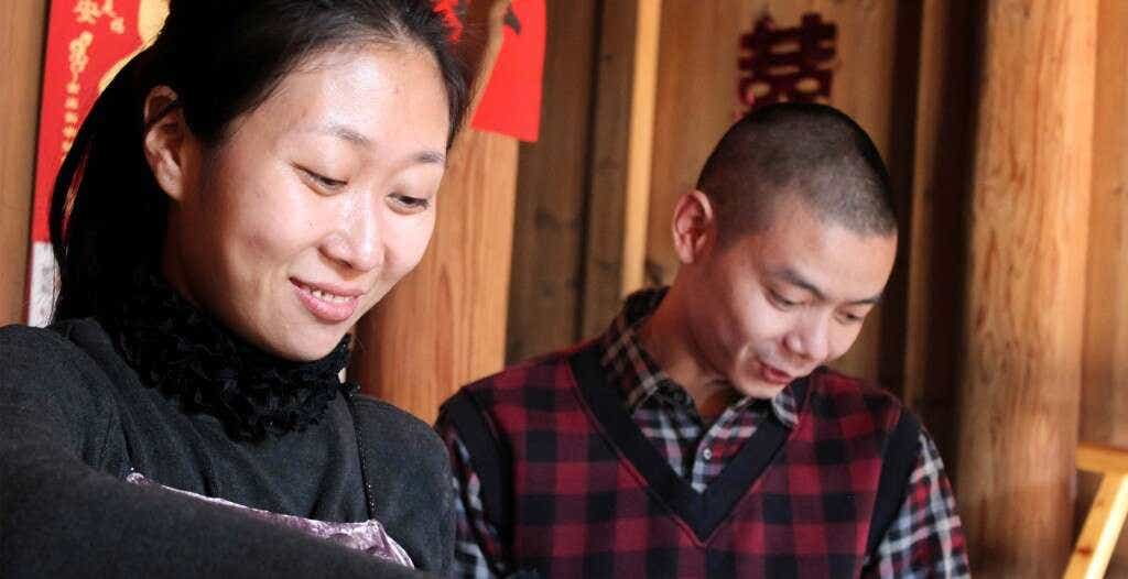 Li Xiangxi brews tea in her family's home & workshop in Tongmu