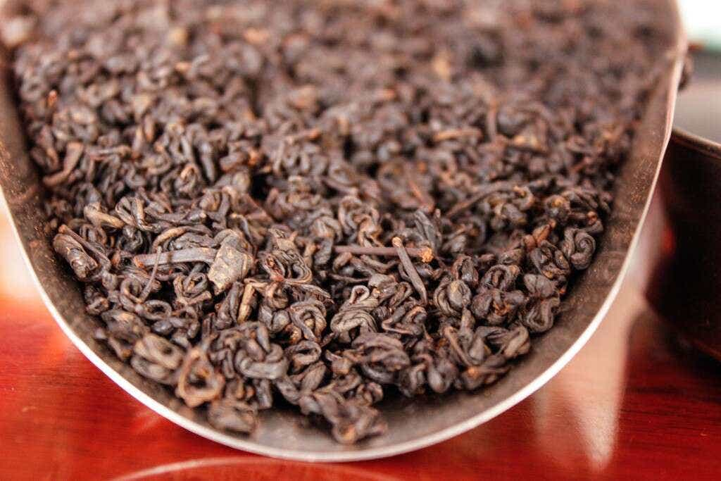The Reserve Oolong leaves are picked earlier than the classic harvest, and slow-roasted two times for an even finish