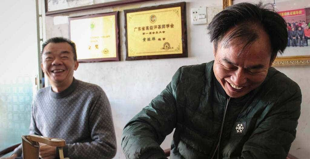 Master Zhang and Hunag Rui Guang brew tea together
