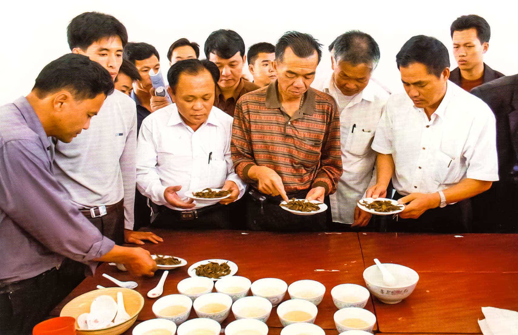 file photo, courtesy of 中国凤凰茶:茶史茶事茶人