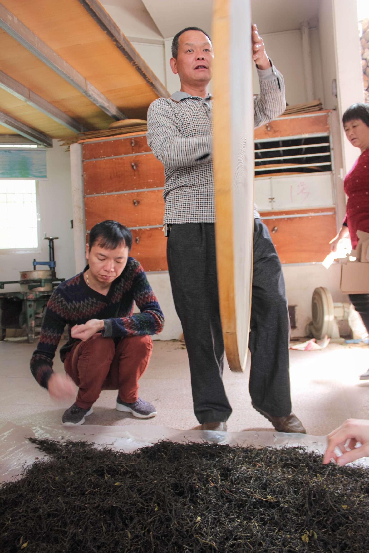Ming Wei and Ming Zhen work on Mi Lan Xiang Dancong