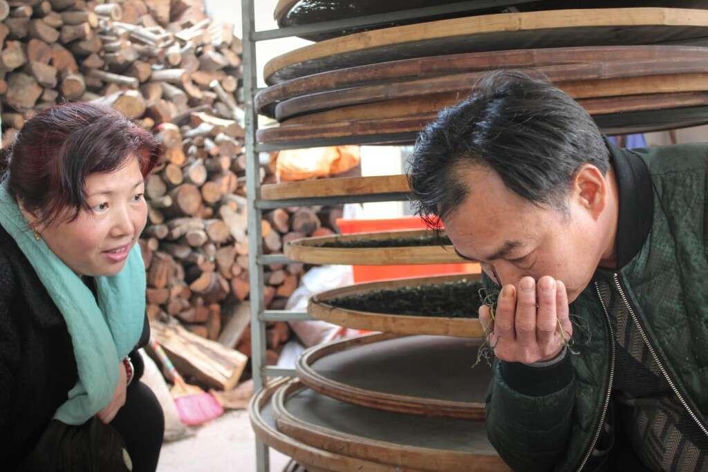 Wang Huimin with Master Zhang in Huang Ruiguang's Wudongshan workshop