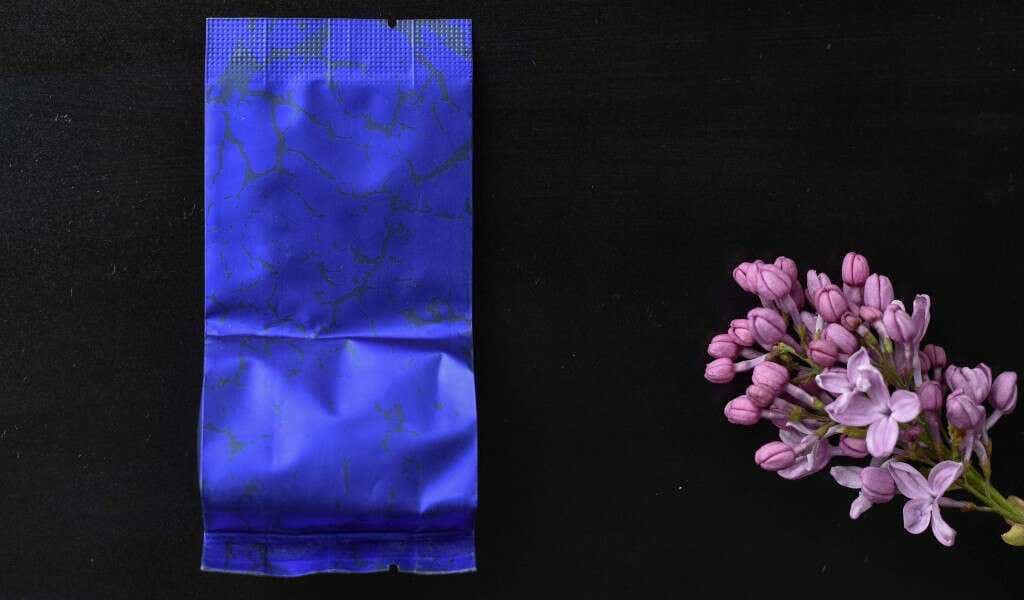 Chun Lan Wuyi Oolong is pre-packed in 5g single serving sample bags.