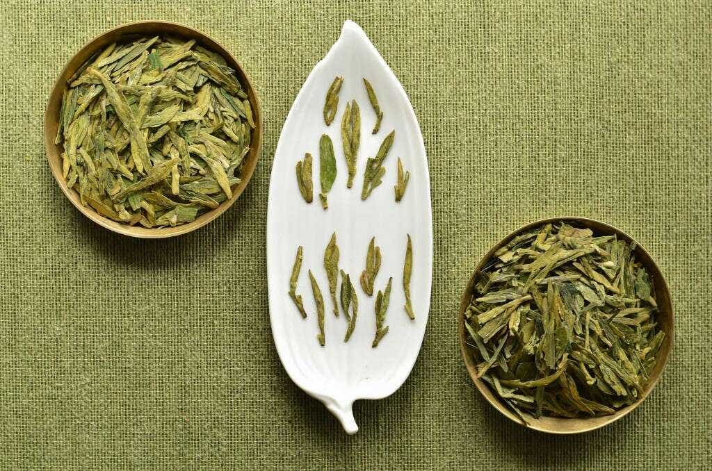 on the upper left, Longjing #43; on the lower right, Longjing Qunti