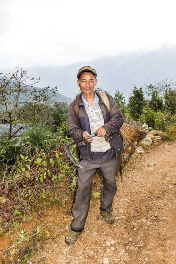Lushan Villagers met at the roadside; caption / photo credit: Shao Hongyan
