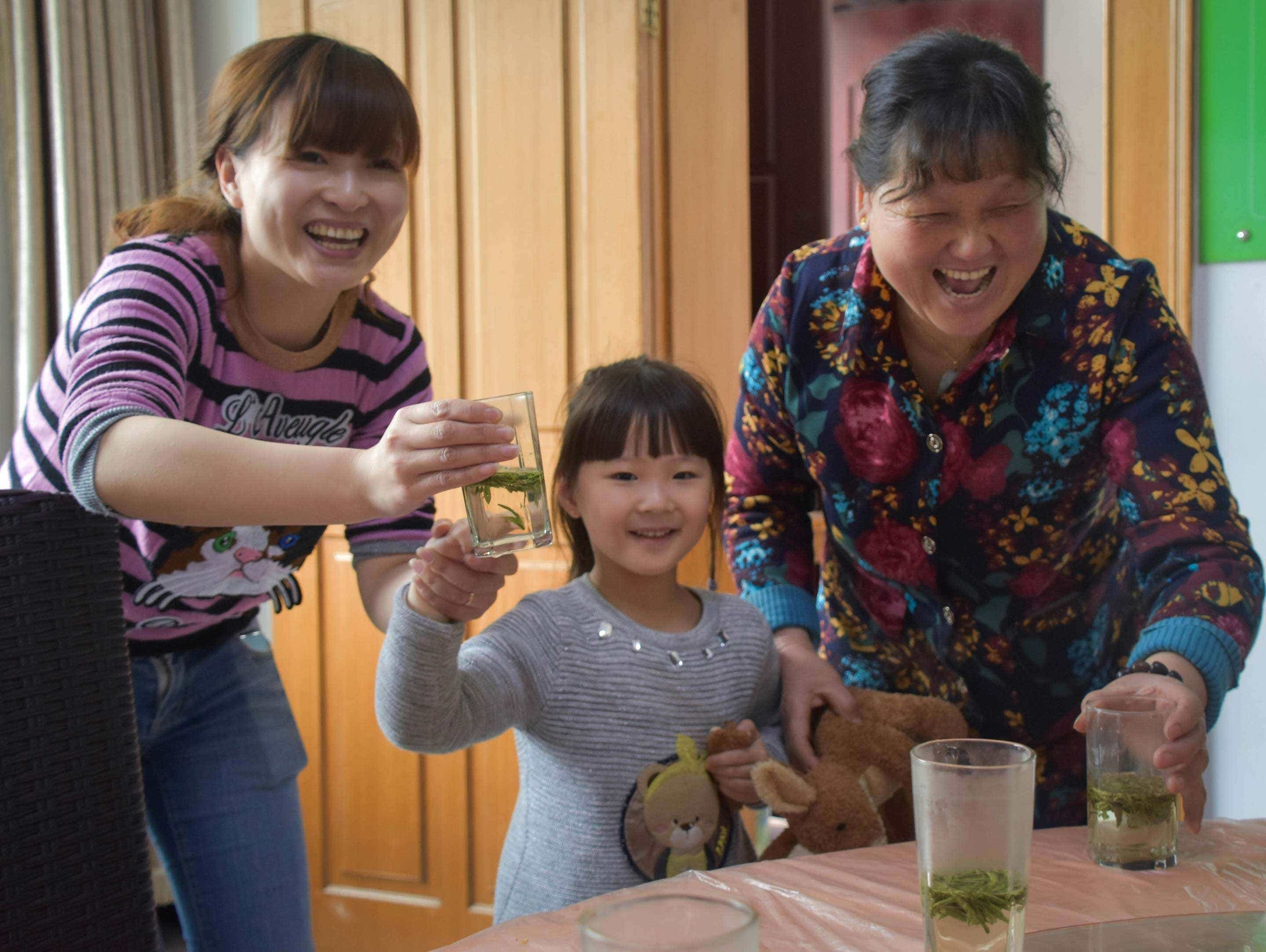 Li Xiaoping with her duaghter and granddaughter